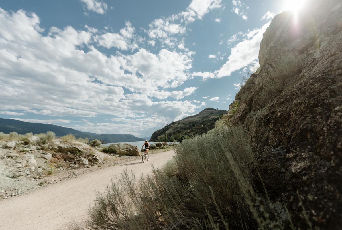 The Okanagan Rail Trail leads visitors through some of the Okanagan's most iconic experiences(DestinationBC/@miraecampbell).